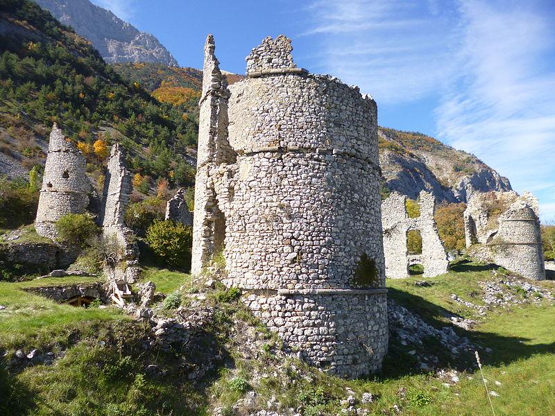 File:Château Lesdiguières Le Glaizil.JPG