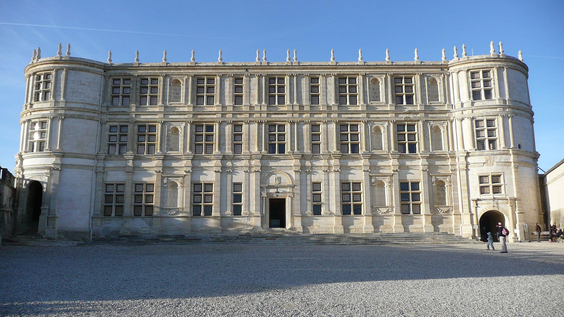 Château de Grignan – Photo : Finoskov