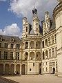 Chambord - château, cour (28).jpg