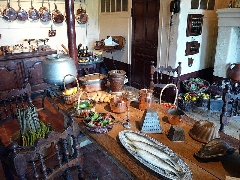 Fichier:Chateau-de-montpoupon-cuisine.jpg