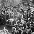 Cheering crowds greet British troops entering Brussels, 4 September 1944. BU483.jpg
