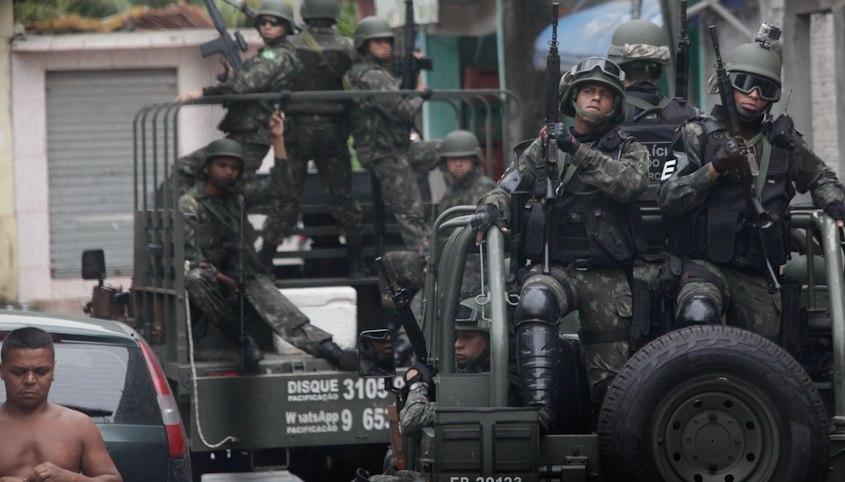 Chefe do EMCFA General José Carlos De Nardi visita a Força de Pacificação do Complexo da Maré (16227847773)