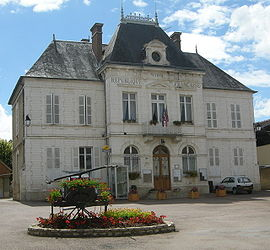 The town hall in Chichée