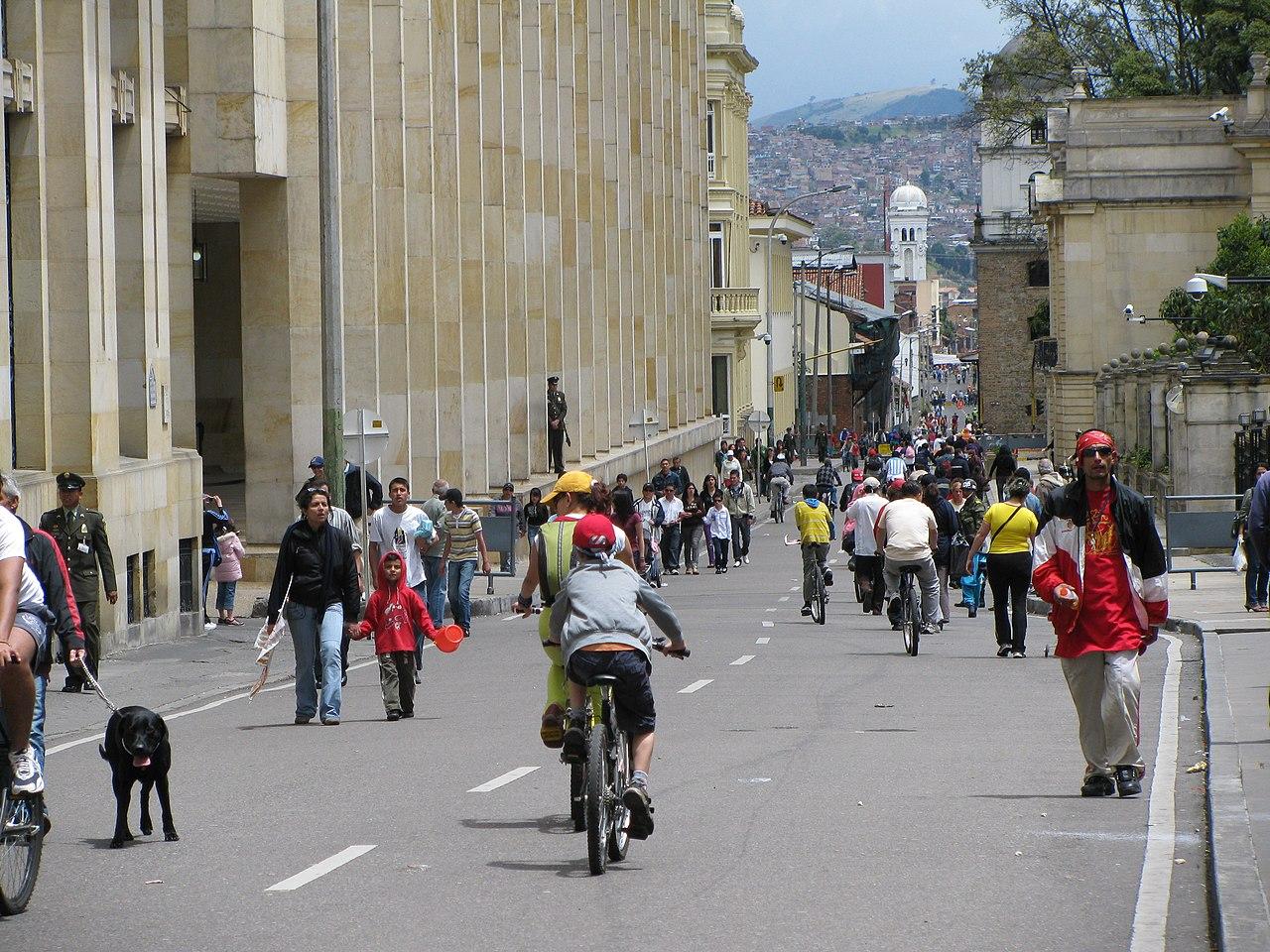 Ciclovia em Bogotá.jpg
