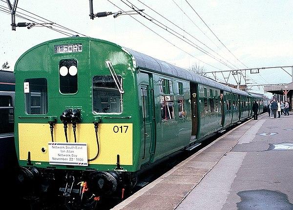 passing green line train - HD1232×880