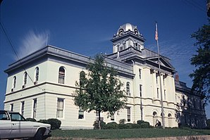Cleburne County Courthouse, gelistet im NRHP Nr. 76000317[1]