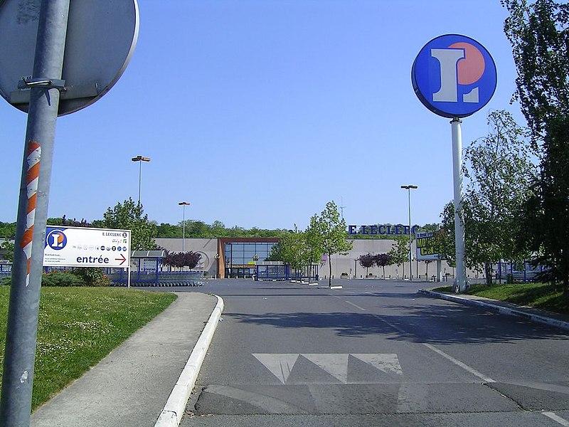File Clichy sous Bois centre commercial jpg Wikimedia Commons # Centre Dentaire Aulnay Sous Bois