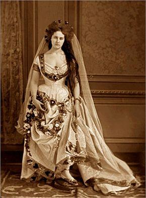 fd8aa9dba8d1 290px-Comtesse Virginia de Castiglione (1837-1899) B.jpg