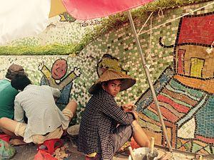 Hanoi Ceramic Mosaic Mural - Image: Con Duong Gom Su 22102015