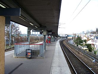 Conflans–Fin d'Oise station - The platforms of Conflans–Fin d'Oise.
