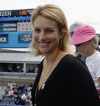 Corina Morariu - Image: Corina Morariu at the 2009 US Open 01