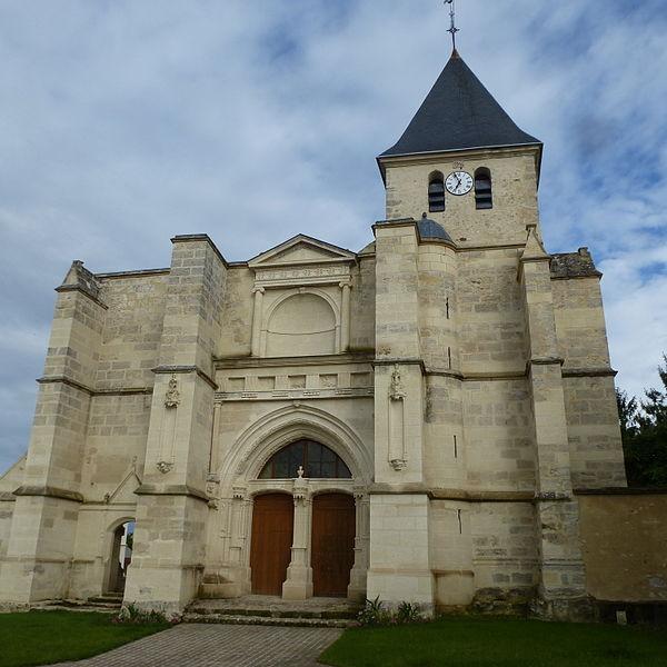Porche de l'église Saint-Martin à Coulombs-en-Valois. (département de la Seine-et-Marne, région Île-de-France).