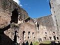 Cour intérieure du château de Najac.jpg