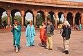 Delhi-Jama Masjid-24-Arkaden-Touristen-2018-gje.jpg