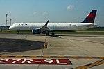 Delta N308DN Airbus A321-200 (28758588573).jpg