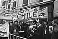 Demonstratie voor Chileense ambassade in Den Haag Johan van Minnen ,Ed van Thi, Bestanddeelnr 929-0412.jpg