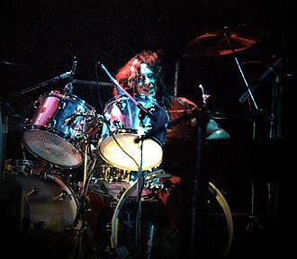Dennis Elliott - Elliott performing with Foreigner in 1977
