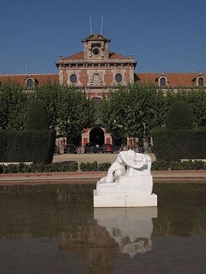 Desolation (Llimona) - Image: Desconsol de Josep Llimona, davant el Parlament
