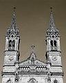 Detalhe das torres sineiras da Igreja de S. Torcato.jpg