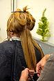 Die!!! Weihnachtsfeier 2013, 147 Professionelles Haareschneiden war eines der unentgeltlichen Angebote, die besonders von den Damen dankbar angenommen wurden.jpg