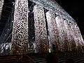 Documenta 14 Der Parthenon der Bücher bei Nacht 02.jpg