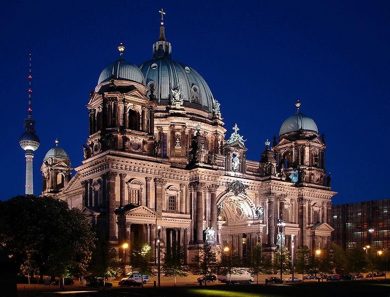 Súbor: Dom Berlín abends (SVZ). Jpg
