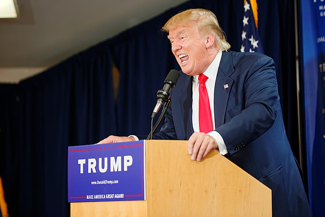 https://upload.wikimedia.org/wikipedia/commons/thumb/a/a9/Donald_Trump_Laconia_Rally%2C_Laconia%2C_NH_4_by_Michael_Vadon_July_16_2015_07.jpg/640px-Donald_Trump_Laconia_Rally%2C_Laconia%2C_NH_4_by_Michael_Vadon_July_16_2015_07.jpg