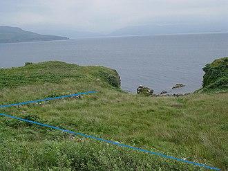 Dun Ringill - Dun Ringill perimeter wall indicated by the blue lines