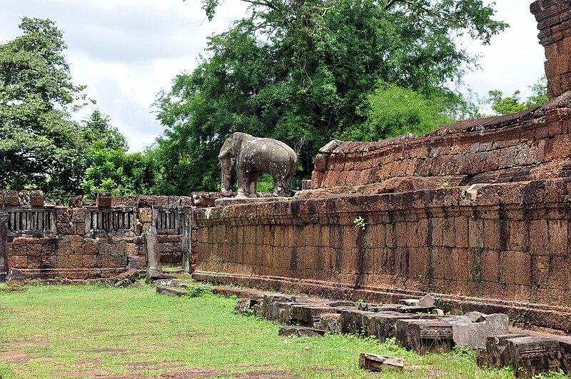 File:East Mebon Elephant 2009 5.JPG