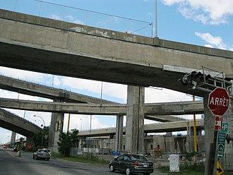 Turcot Interchange - The elevated lanes of the Turcot Interchange