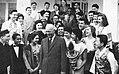 Eisenhower with Herald Tribune forum in New York, Aneka Amerika 102 (1957), p49.jpg