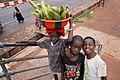 Enfants vendeurs d'épis de maïs.jpg