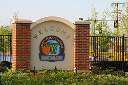 Escalan, Land of Peaches and Cream, welcome sign