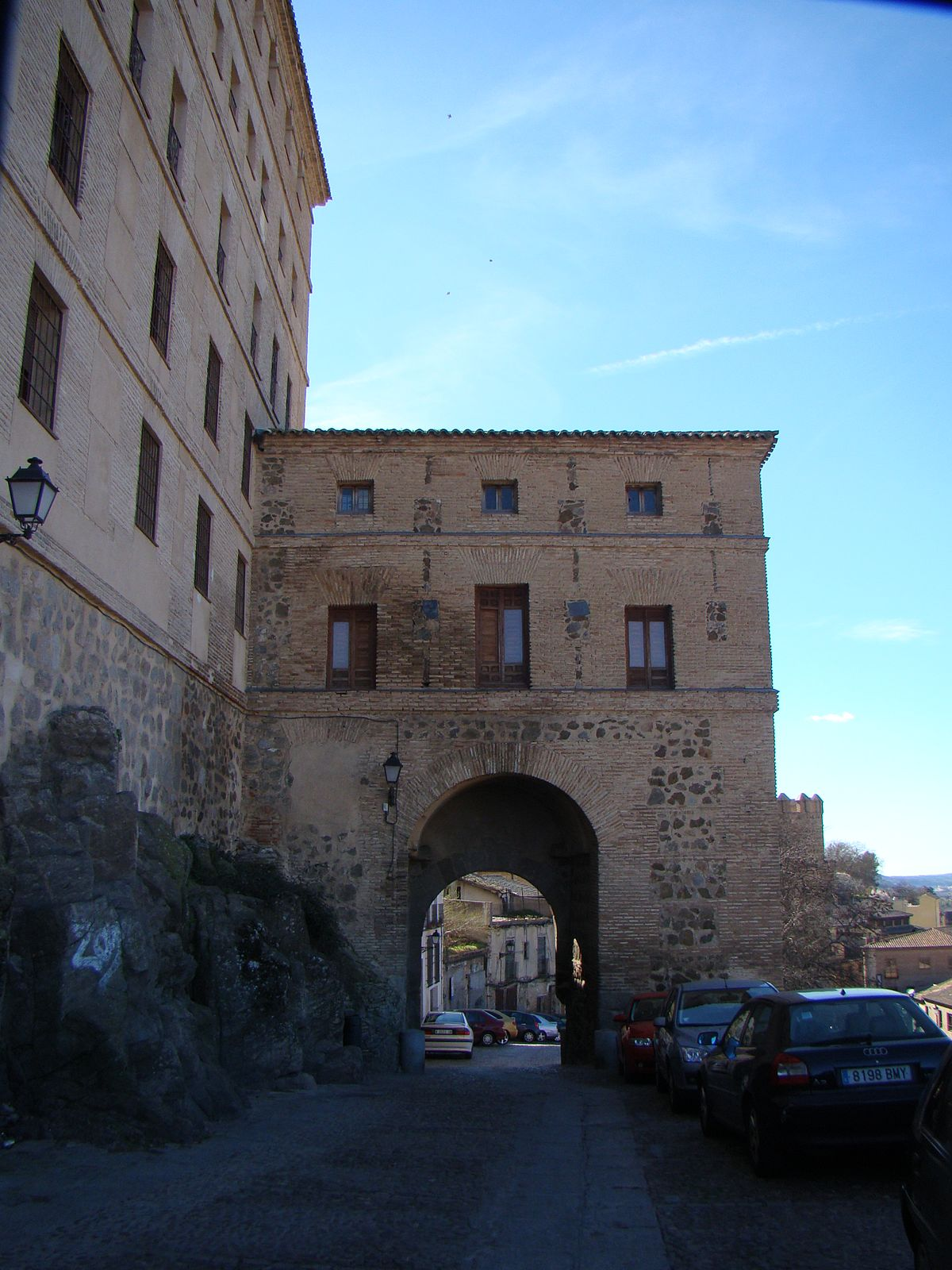 Puerta de alarcones wikipedia for Shoko puerta de toledo