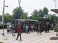 Esperando la Micro - Transantiago 2007.jpg