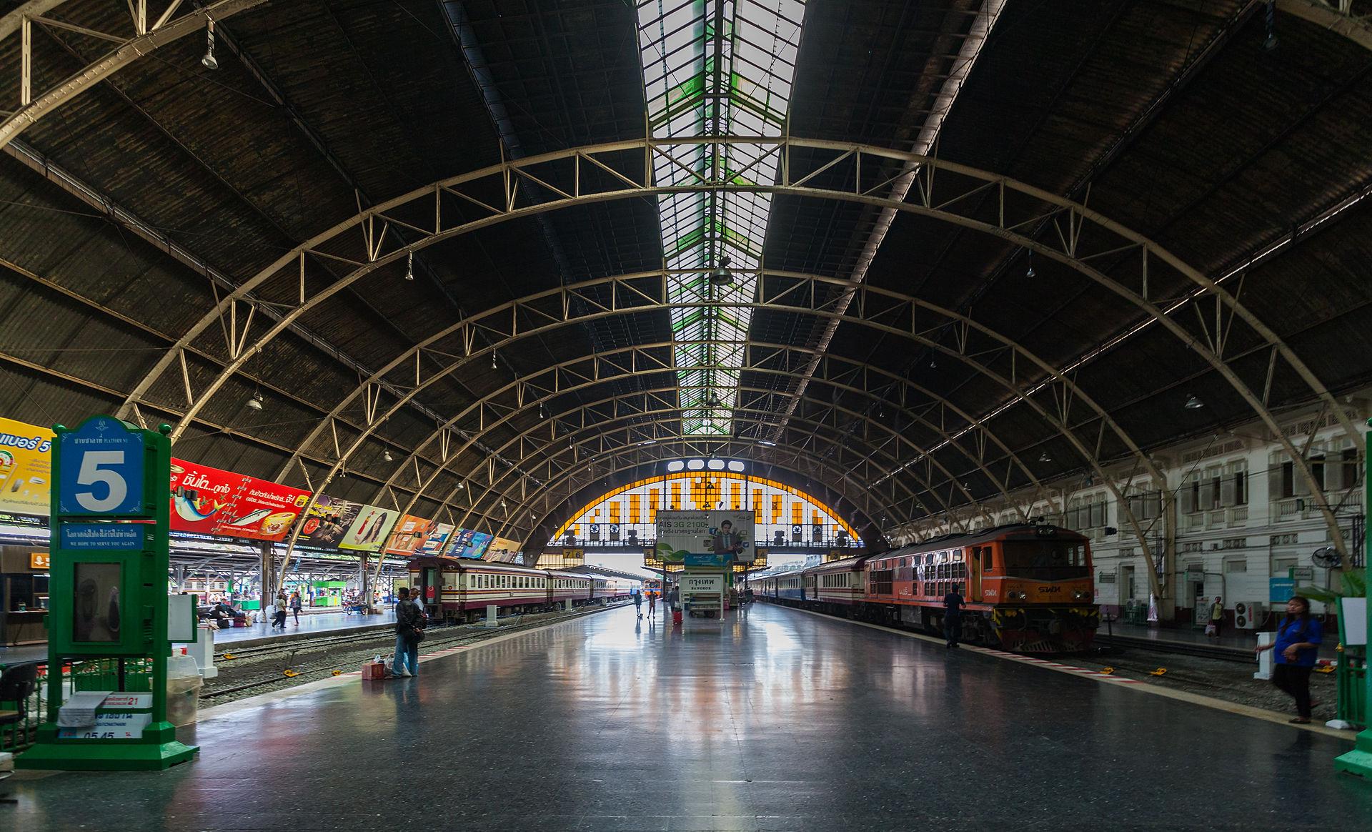 バンコクからアユタヤには国鉄も通っている