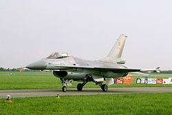 F-16 MLU of Belgian Air Force's Solo Display Team (reg. FA-133), taxiing, Radom AirShow 2005, Poland
