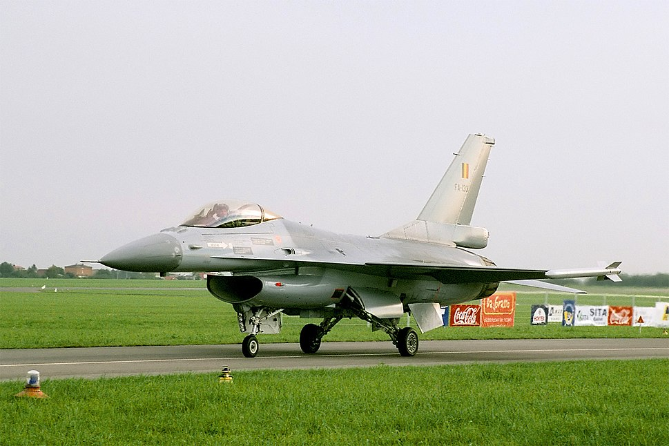 F-16 MLU of Belgian Air Force's Solo Display Team (reg. FA-133), taxiing, Radom AirShow 2005, Poland