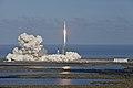 Falcon Heavy despegando 03.jpg