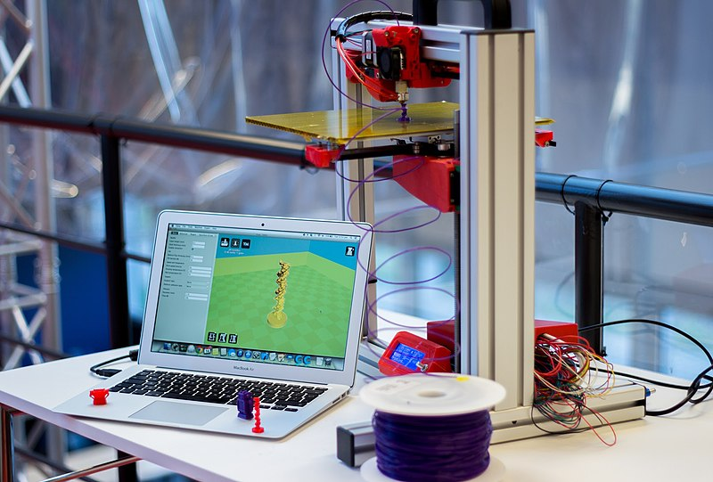 File:Felix 3D Printer - Printing Set-up With Examples.JPG