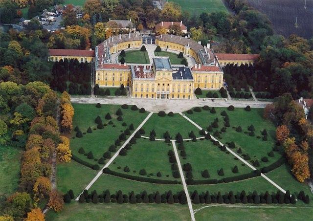 Вид на замок князей Эстерхази, Венгрия