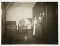 Fotografi från gymnasikrummet. Wilhelmina von Hallwyl, Ida Uhse och Ida Westman - Hallwylska museet - 106673.tif