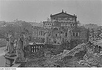 Fotothek df ps 0000379 Blick von der Ruine der Katholischen Hofkirche zur Ruine.jpg