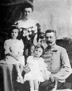 The Duchess of Hohenberg and Franz with childr...