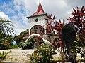Futuna élégante église sur les hauteurs.jpg