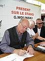G. Wolinski dédicaçant à la fête de l'Huma 2007-03.JPG