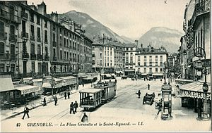 Ancient tramway of Grenoble - A tramway and its leg arriving to the end of the line at the place Grenette.