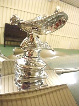 Rolls-Royce Phantom IV - Image: Galdames (Vizcaya) Museo de coches antiguos 26 Emblema de Rolls Royce 'El espíritu del éxtasis'