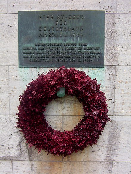 Memorial plaque for resistance members and wreath at the Bendlerblock, Berlin. Gedenkkranz im Bendler-Block.jpg