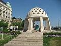 Gellert Fountain at St Gellért square 2011 Budapešť 0328.jpg